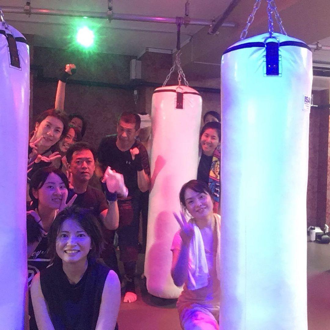 . 本日もたくさんのご参加、誠にありがとうございます . 明日のスケジュールは以下の通りです🥊 . 《️SUN️》 10:00~  EMIKO  ヨガ . 《MOON》 12:15~  AI 19:00~  ALICO  初心者向けクラス 20:15~  ALICO . @公式ホームページ http://f-factorycorp.jp .