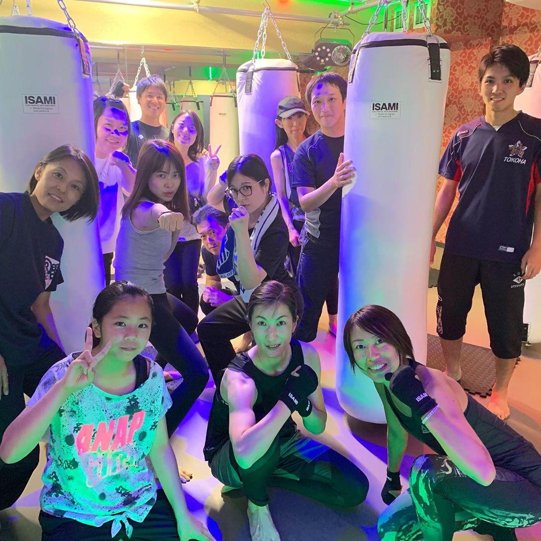 . 本日もたくさんのご参加、誠にありがとうございます . 明日のスケジュールは以下の通りです🥊 . 《MOON》 11:00~  MIDORI 19:00~  ANNA 20:15~  ANNA . 9/28(祝・月)10:00~の ヨガはお休みとなります♂️ . @公式ホームページ http://f-factorycorp.jp .