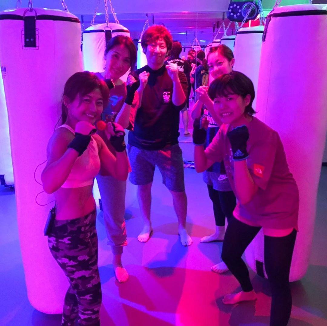 . 本日もたくさんのご参加、誠にありがとうございます . 明日のスケジュールは以下の通りです🥊 . 《️SUN️》 10:00~  EMIKO  ヨガ . 《MOON》 10:00~  MIDORI 19:00~  ANNA 20:15~  ANNA . 9/28(祝・月)10:00~の ヨガはお休みとなります♂️ . @公式ホームページ http://f-factorycorp.jp .