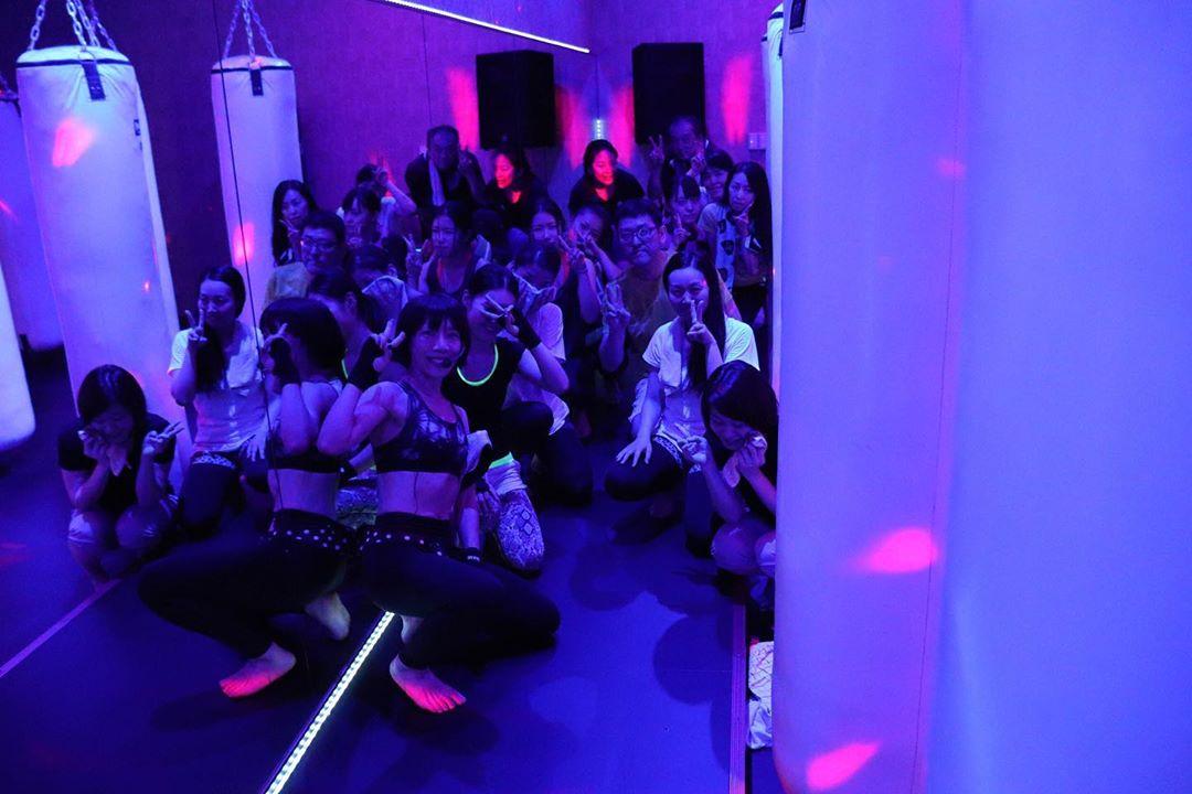 . . 本日もご来店いただき誠にありがとうございました . 明日のレッスンスケジュールは以下の通りです . 10:00〜 無料体験会 11:00〜 TOMOMI . 皆様のご予約お待ちしております . @公式ホームページ http://f-factorycorp.jp .