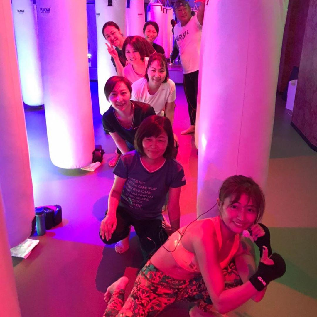 本日もたくさんのご参加、誠にありがとうございます . 明日のスケジュールは以下の通りです🥊 . 《️SUN️》 14:00~  SACHIKO  シェイプアップ . 《MOON》 11:15~  MIDORI 19:00~  SHIGERU 20:15~  SHIGERU . 9/28(祝・月)10:00~の ヨガはお休みとなります♂️ . @公式ホームページ http://f-factorycorp.jp .