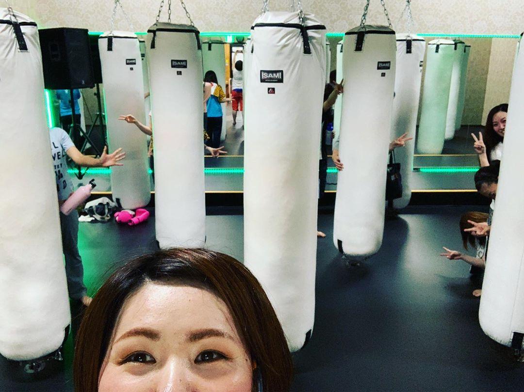 2019/10/09(水)  今日もご参加頂きありがとうございました🏻♀️  日中暑かったのに夜寒くてビックリ!  お帰りになる際に羽織るものがあると良いですねっ   明日のクラスは  10:00~TOMOMI 19:00~TOMOMI 20:15~バランスコーディネーション   明日もご予約お待ちしております🏻   @公式ホームページ http://f-factorycorp.jp/