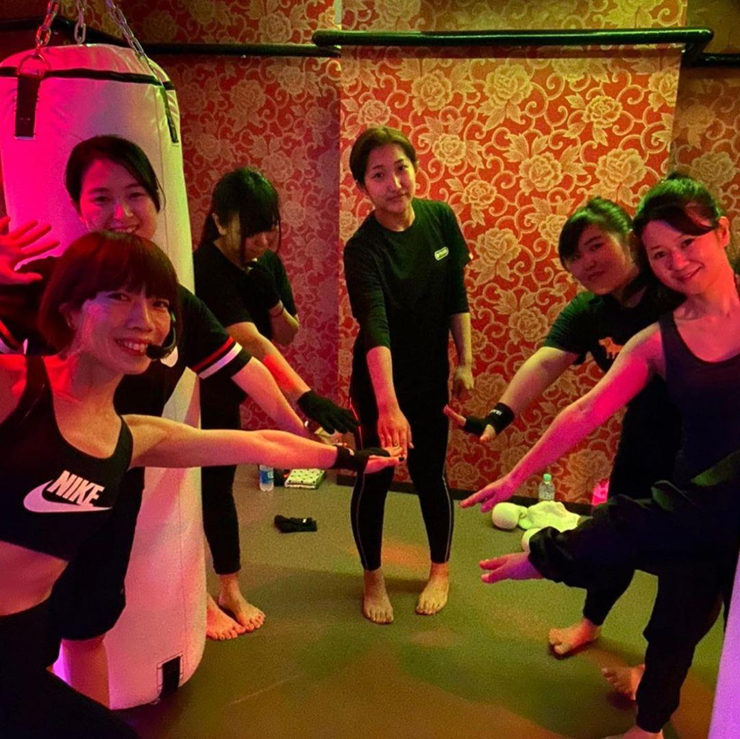 本日もたくさんのご参加、誠にありがとうございます . 月曜日のスケジュールは以下の通りです🥊 . 《MOON》 11:00~  MIDORI 19:00~  ANNA 20:15~  ANNA . 月曜日10:00〜のヨガはクローズとなりました♂️ . @公式ホームページ http://f-factorycorp.jp .