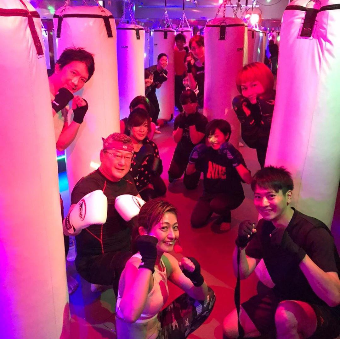 本日もたくさんのご参加、誠にありがとうございます . 明日のスケジュールは以下の通りです🥊 . 《️SUN️》 10:00~  ヨガ  EMIKO . 《MOON》 11:05~  モデルシェイプアップ  SACHIKO 12:15~  AI 19:00~  ALICO 20:15~  ANNA . @公式ホームページ http://f-factorycorp.jp .