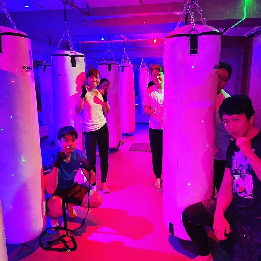 本日もたくさんのご参加、誠にありがとうございます 本日のスケジュールは以下の通りです🥊 《️SUN️》 .10:00~ヨガ(EMIKO) 《MOON》 .11:00~ MIDORI .19:00~  ANNA .20:15~  ANNA @公式ホームページ http://f-factorycorp.jp .