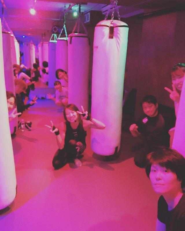本日もたくさんのご参加、誠にありがとうございます 明日のスケジュールは以下の通りです🥊 《️SUN️》 .14:00~  シェイプアップ(SACHIKO) 《MOON》 .11:15~  MIDORI .19:00~  SHIGERU .20:15~  SHIGERU @公式ホームページ http://f-factorycorp.jp .