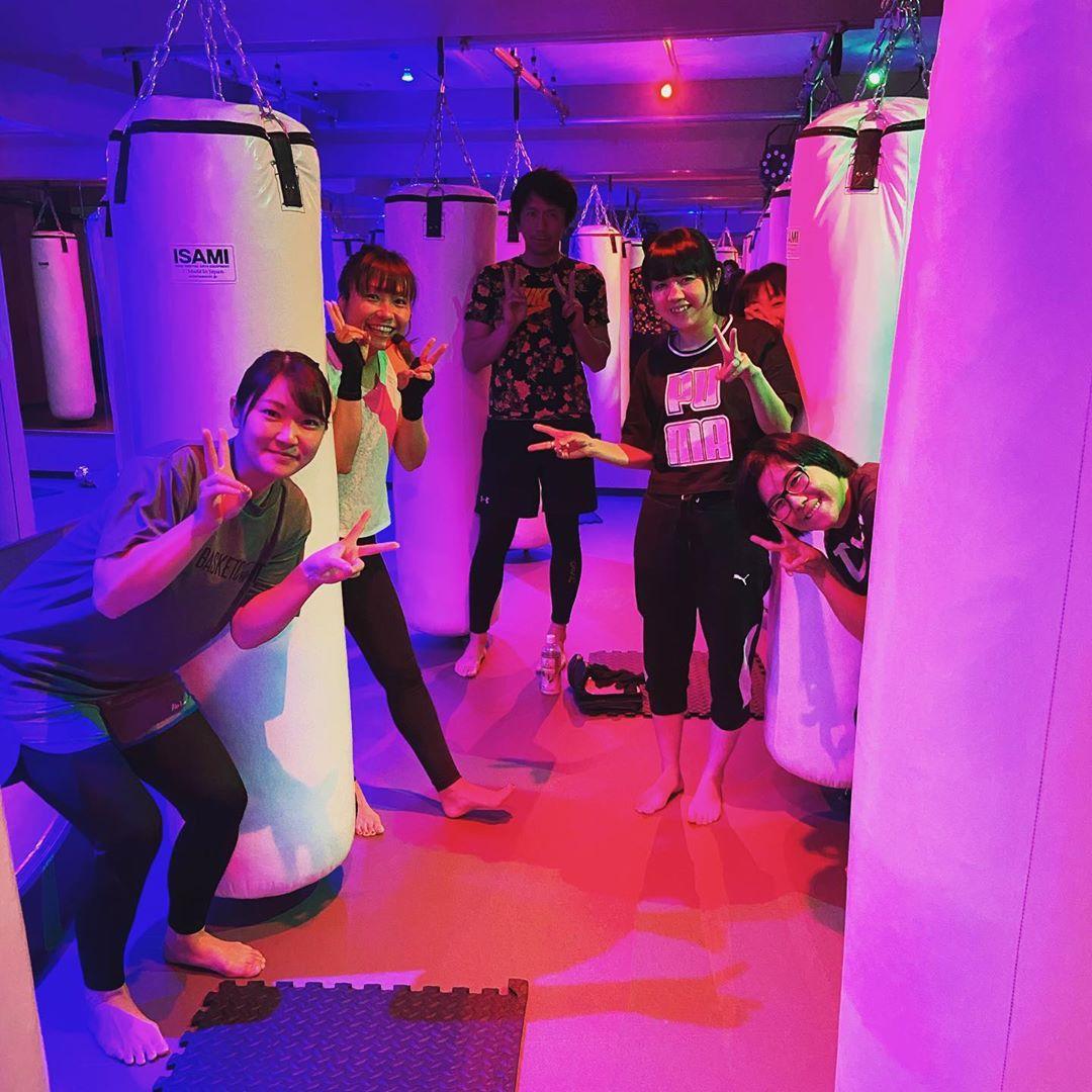 本日もたくさんのご参加、誠にありがとうございます 明日のスケジュールは以下の通りです🥊 《️SUN️》 .14:00~ SACHIKO 《MOON》 .11:15~  MIDORI .19:00~  SHIGERU .20:15~  SHIGERU  @公式ホームページ http://f-factorycorp.jp .